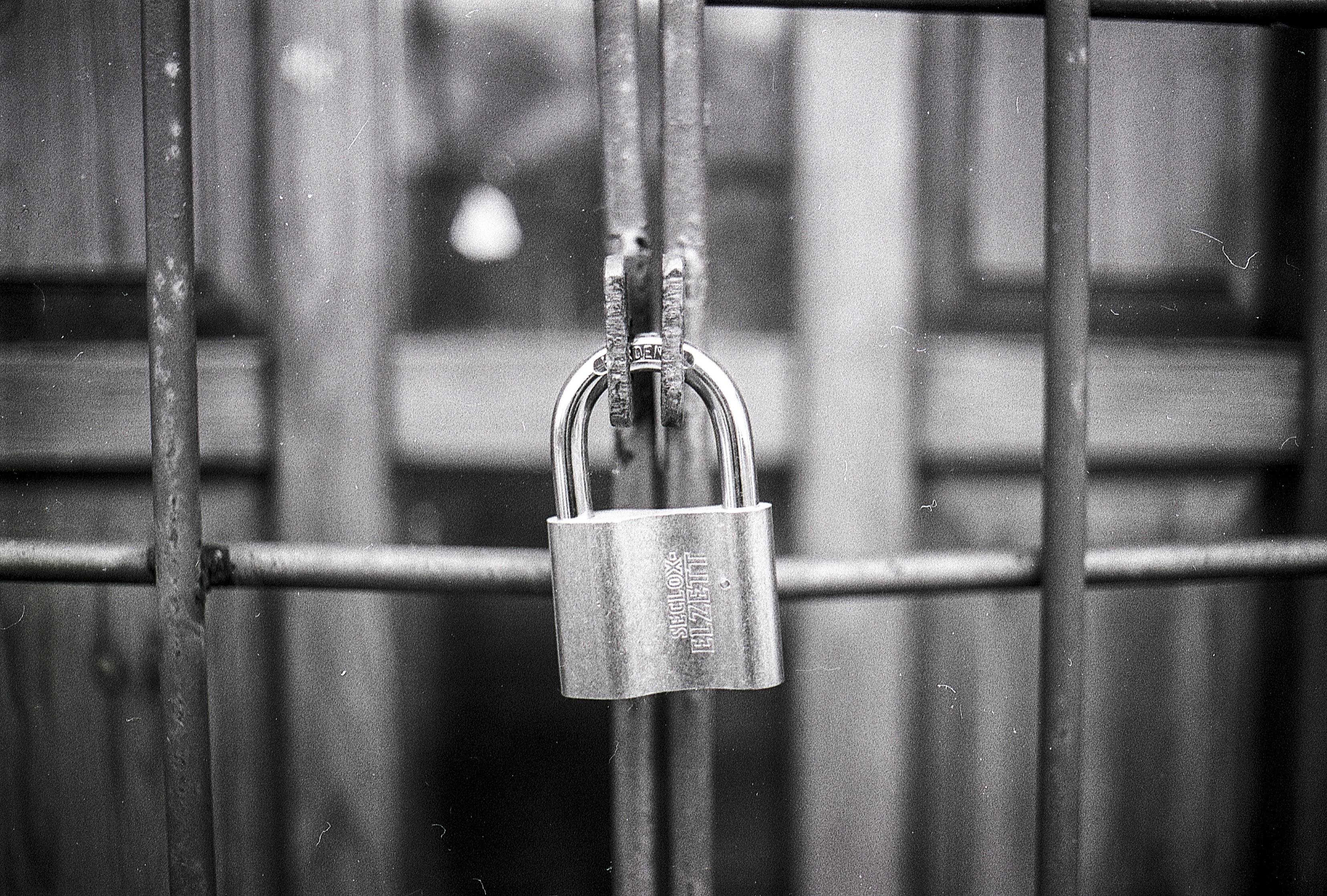 access-black-and-white-blur-270514-1
